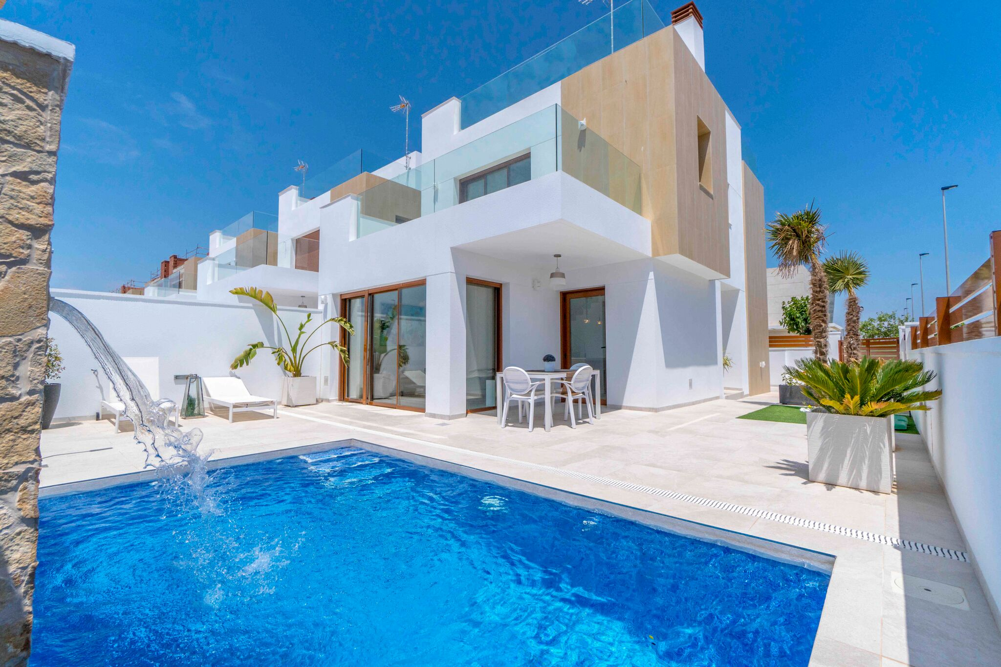 Luxurious detached villa, 300 meters from the sea