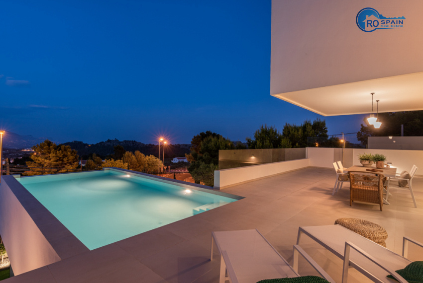 68 - Venecia III - Terrace +Pool on night view