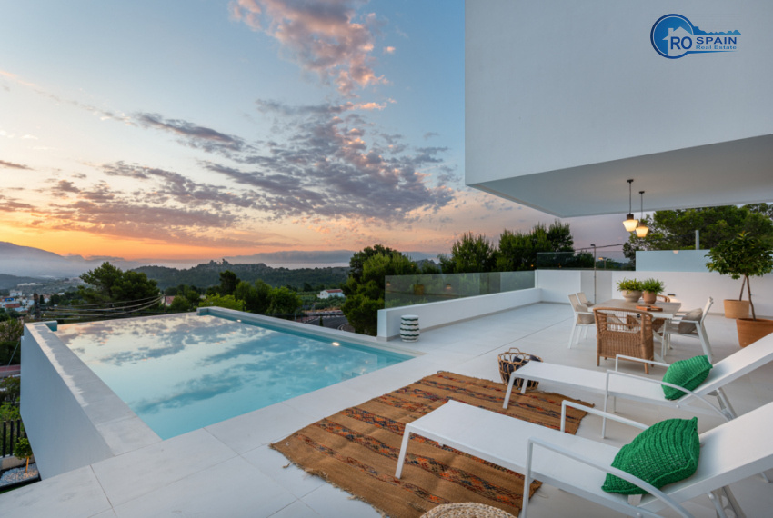 9 - Venecia III - terrace + Pool + view